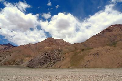 Nous traversons une immense vallée minérale, aussi longue que magnifique !