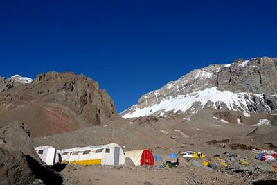 Aconcagua: Le Camp de Base: Plaza Argentina, 4200m.