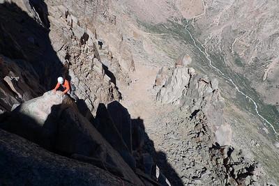 La Juju dans la première voie... entre éperon et voie d'escalade...