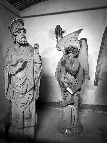 Copies en plâtre de statues de la cathédrale exposées au barrage Vauban. Strasbourg. Juillet 2020