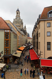 Frauenkirche à gauche