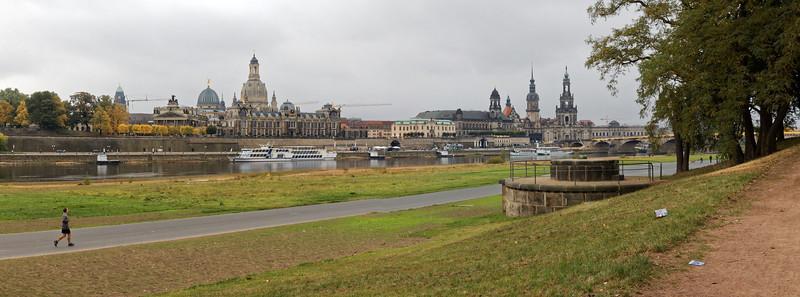 L'Elbe et Alstadt (la Vieille Ville) vu de Neustadt (la ville neuve)