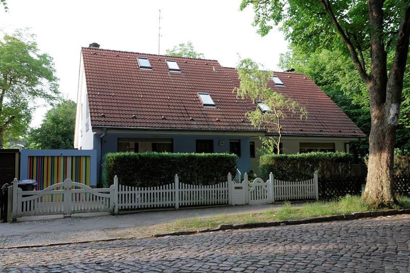 Les couleurs à gauche me rappellent l'oeuvre de Alain à la résidence familiale de Sainte-Rosalie