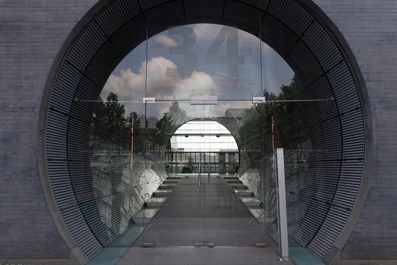 Il y a aussi de nouveaux édifices ultras modernes à quelques pas du précédent.