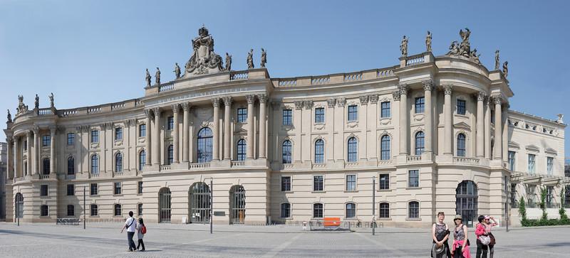 Humboldt Université en face de l'opéra de Berlin