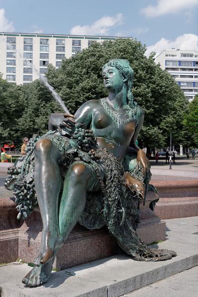 Fontaine de Neptune. Certaines parties du corps sont usées...Aller savoir pourquoi!