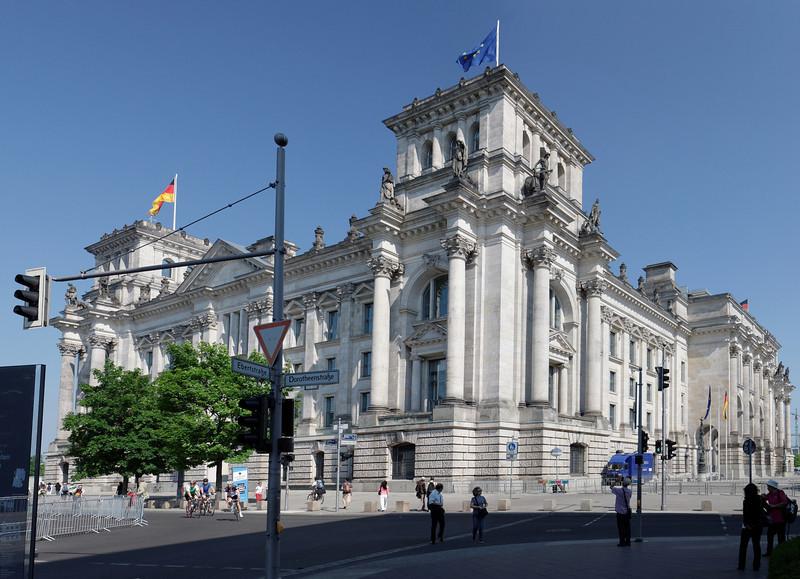 Reichstag vue de derriere. Architecture du  néoclassissime monumentale en vogue à l'époque