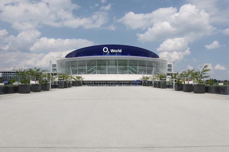 O2 World est une salle omnisports (Hockey et basquet notamment).
