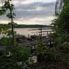 Marche sur la rive de la rivière Spree dans le quartier de notre appartement