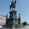 Monument du roi Jean devant le Sächsische Staatsoper (Opéra)