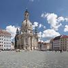 Place Frauenkirche fraichement aménagée et ce n'est pas encore terminé.