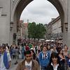 Beaucoup de jeunes dans cette ville de Munich. La fin des classes.