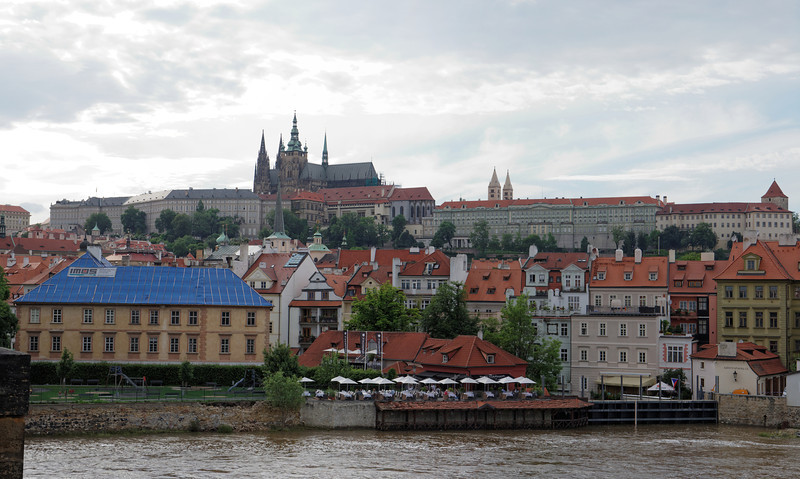 Église St-Guy et château de Prague