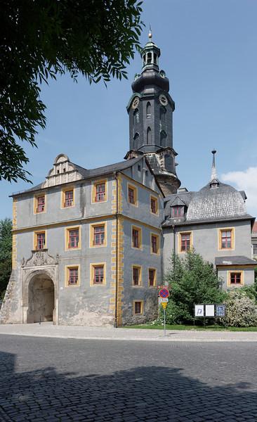 Une tour au couronnement baroque domine le palais Ducal sur la Burgplatz.