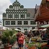 Odette déambule dans le marché (Markt)