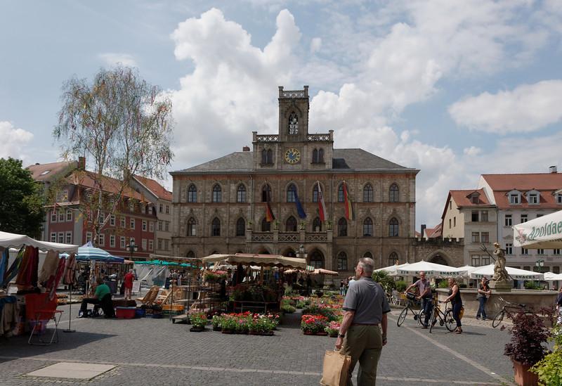 Hôtel de ville (Rathaus) plus loin gros plan des cloches pour Mario