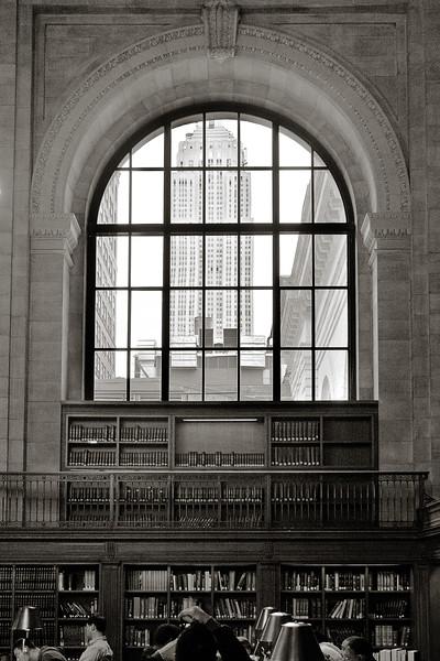 L'Empire State Building depuis la New York Public Library. Avril 2013