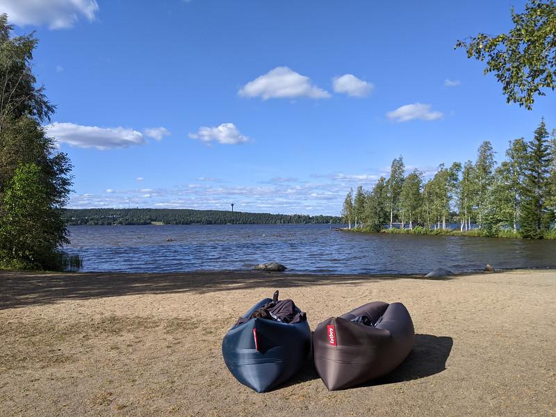 Au bord d'un lac à Tempere (non ce n'est pas une publicité pour Fatboy !)