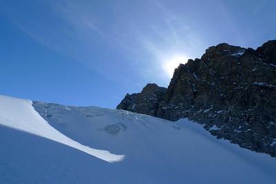 Le lendemain nous décidons d'aller vers un sommet lointain de l'autre coté d'un immense glacier...