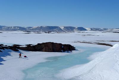 Les scooters partis, nous voilà livrés à l'immensité Groenlandaise, ou l'ambiance ne tarde pas à nous absorber...
