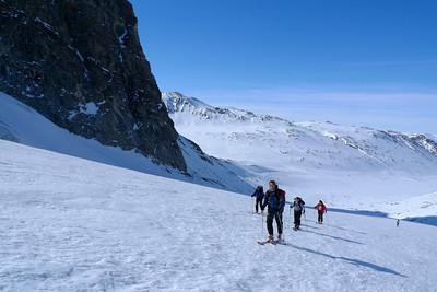 Le groupe est euphorique, nous sommes au Groenland en train de faire du ski, et personne ne viendra nous em...