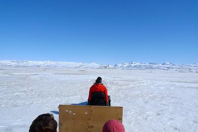 Après un premier bourrinage, nous commençons la traversée du fjord gelé...