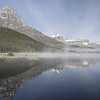 C'est le petit matin sur la rive du lac Waterfowl où nous sommes campés. Non y fait pas chaud!