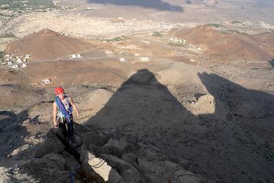 Sortie facile, on marche corde tendue pour rejoindre le sommet.