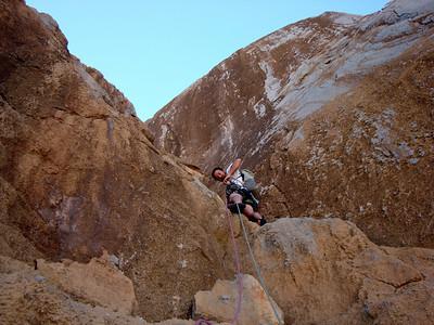 Le rocher est très abrasif et excellent... On peu se promener dans les dalles compactes... Engagé, mais magnifique !