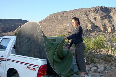 Voilà ! La tente poirotte depuis ce matin dans la même position alors forcément, elle se déplie !
