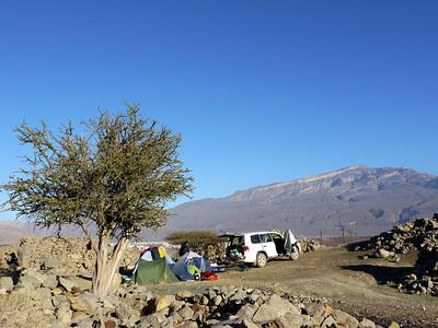 5 grimpeurs dans une seule voiture, avec 3 tentes, 30 litres d'eau, la bouffe le matos et les bigoudis d'Anne !