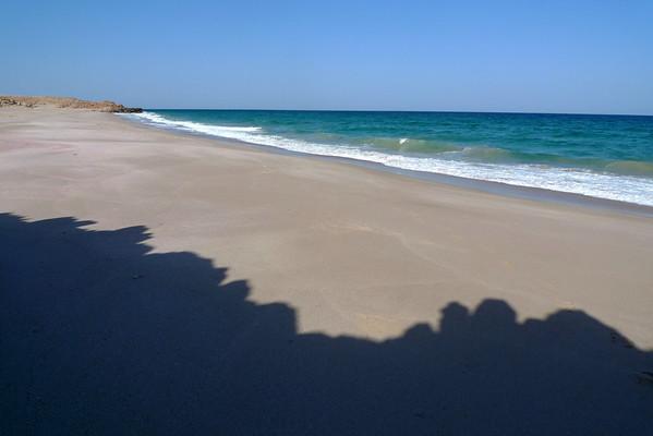 Nous avons déniché une plage loin des touristes, rien que pour nous... avec la ferme intention de voir pondre une tortue... En attendant, nous allons profiter de ce site exceptionnel...