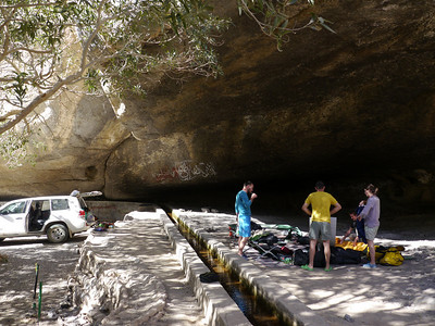 Wadi Damm, la grotte du bivouac avec l'eau courante !
