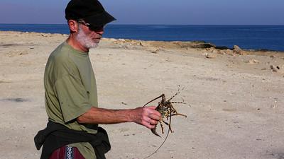 Le matin, Gégé sympatise avec un pêcheur... qui lui offre un souvenir !