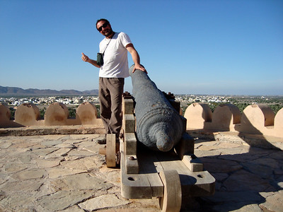 """Le guide: """"Tu vois darling ce fort, il est canon !"""" - No comment..."""
