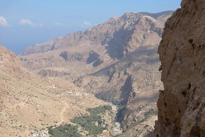 Pendant ce temps, Wadi Tiwi continue de se creuser...
