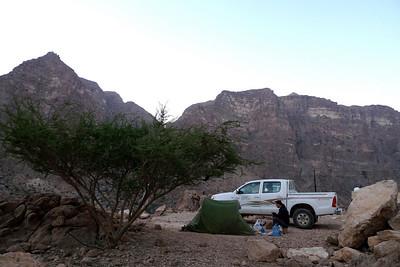 """Le seul emplacement confort du Wadi tout prêt de Miban, à Soee """"Le haut""""... Avec vue sur les faces Nord du Wadi..."""