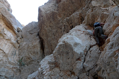 On se demande un peu ce qui nous attend, et surtout ce que sont allés chercher les ouvreurs... Mais leur topo certifie du rocher exceptionnel...