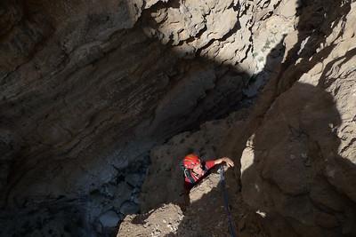 L3 ? 6a+ bloc en dalle improtégeable avec risque du chute au sol... Trés bon rocher gris... Mais quelle ambiance !