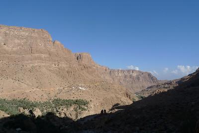 """Du village de Soee """"le haut"""", rejoindre Soee """"le bas"""" et traverser Wadi Tiwi..."""