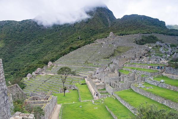 Machupicchu, zone agricole, hute du gardien, temple du soleil