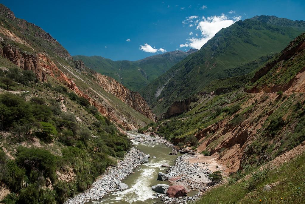 Rio Colca, au fond du canyon del Colca, Pérou