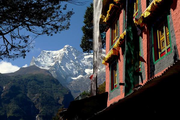 "Népal: Tour du Haut Khumbu + Island Peak: Ici Namche Bazar, dernier village ""moderne"" du trek"