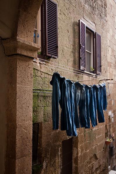 Séchage de linge à Pitigliano.