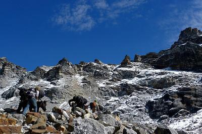Népal: Tour du Haut Khumbu + Island Peak: Ici le Renjo Pass à plus de 5300m... Premier des 3 cols à franchir avant l'Island Peak... et non des moindres !