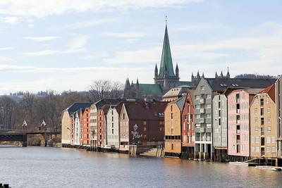 Trondheim - La Nidelva, les docks et la Cathédrale
