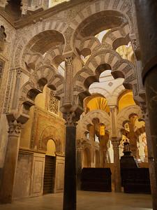 Cordoba - Mezquita / Catedral - Arcades jouxtant le Mihrab