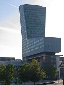 Gare Lille Europe - Tour de Lille (120m, architecte Portzamparc)