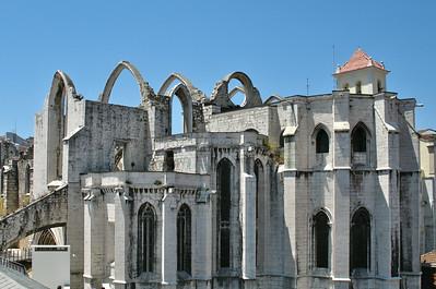 Lisbonne - Convento do Carmo, depuis la passerelle de l'ascenseur Santa Justa