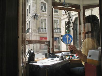 Dans la tram, quartier Chiado